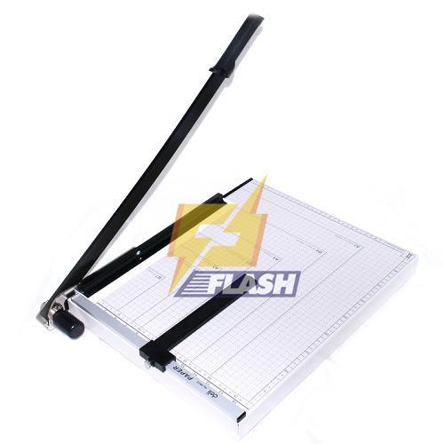 Dụng cụ cắt giấy Deli