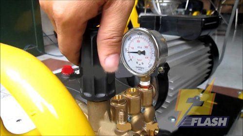 máy rửa xe áp lực cao mini không lên áp