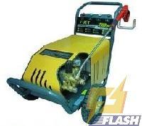máy rửa xe áp lực cao 2600PSI